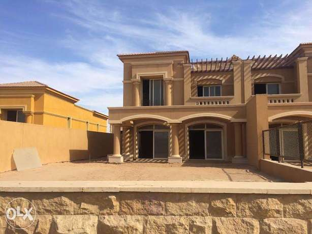 Town house corner in Royal meadows ARCO for sale prime location
