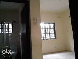A decent 2bed Williams estate off adelabu surulere. 850k 1yr