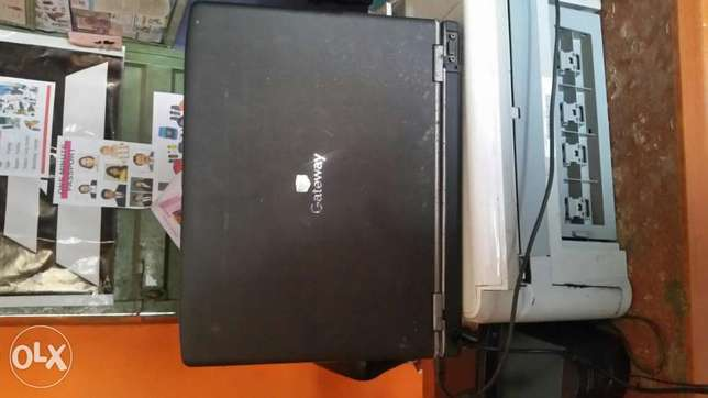 Clean and cheap Gateway laptop Alimosho - image 2