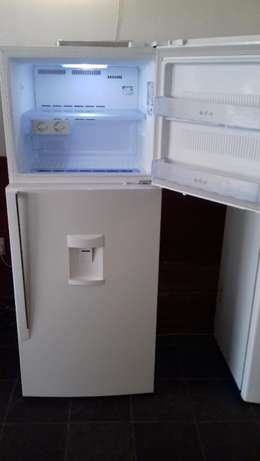 393L Super White Top Freezer/Fridge Randburg - image 2