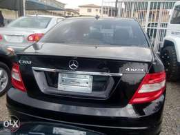 Mercedes Benz C300 super clean 2009