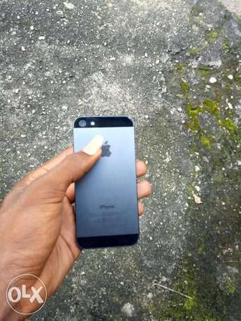 Neat iPhone 5 for Sale at 40k Port Harcourt - image 2