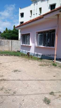 Bungalow commercial house for rent at 100k Mombasa Island - image 8