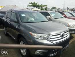 Direct Toks 2012 Toyota highlander. Gray. Limited edition. Negotiable