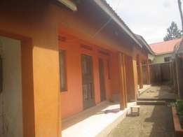 Well kept 2 bedroom crib in Bweyogerere-kiwanga at 400k