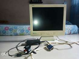 Gateway fpd1520 flat monitor (perfectly functional) with adapter