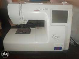 Bernina Deco 340 embroidery machine