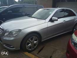 Mercedes Benz E350. KCK. With Sunroof.