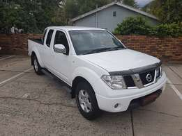 Clean and neat 2013 Nissan Navara 2.5 Dci King Cab 4x4