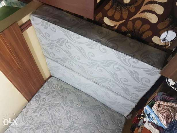 Modern Queen size 6 by 6 bed with spring matress Kinoo - image 7