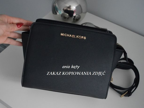 d6fac8fe92f5d Czarna torebka Michael Kors MAŁA SELMA listonoszka z paskiem Kąty - image 1