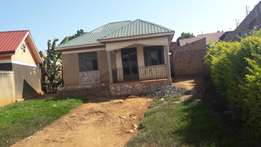 A good house for sale in sonde at 85m with boysquaters with atitle