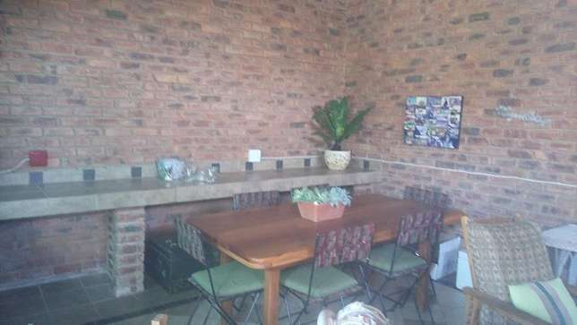 Stunning Family Home - URGENT SALE!! Nylstroom - image 2