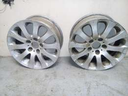 17inch e90 mags and 1 18inch runflat tyre