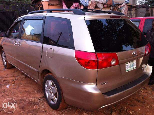 Super Clean Toyota Sienna 2008 / 2009 Model For Sale Kubwa - image 2