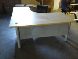 Credenza desk in shape L with drawers
