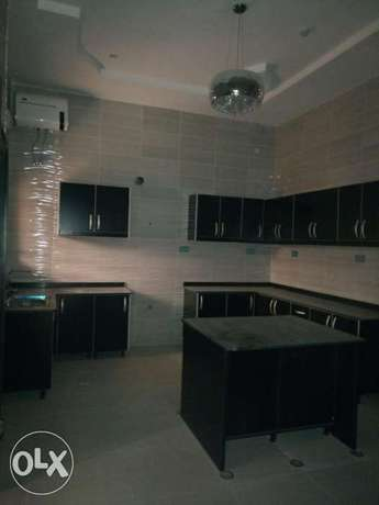Standard brand new four bedrooms serviced duplex at diploma zone Abuja Abuja - image 5