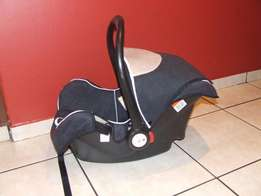 Lucky Baby Snug and Safe Car Seat x2