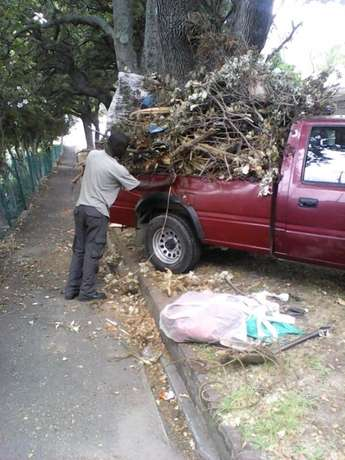 Garden refuse, garage junk, rubble, households furniture removals Brackenfell - image 1