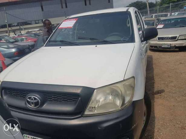 Super clean Toyota Hilux double cabin 2008 model Ikeja - image 4