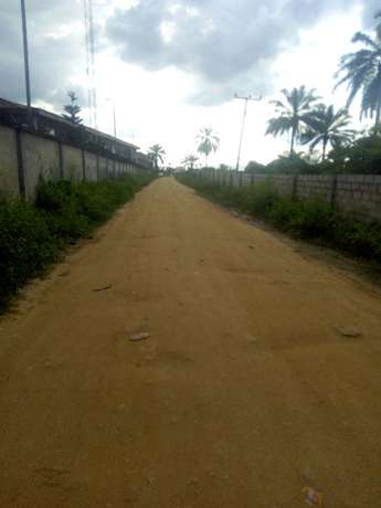 Distress; 3 Plots CornerPiece behind petronella eneka Port Harcourt - image 3