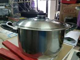 AMC pot 24cm high R1800