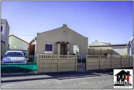 Lovely 2 Bedroom Free Standing Home in Bayview, Strandfontein