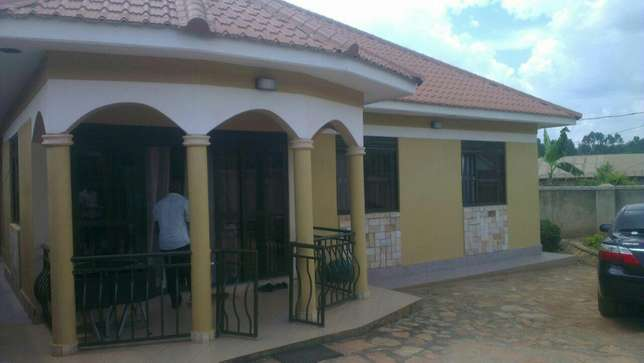 3 bedroom banglow seated on 12decimals in kira at 25m Kampala - image 1