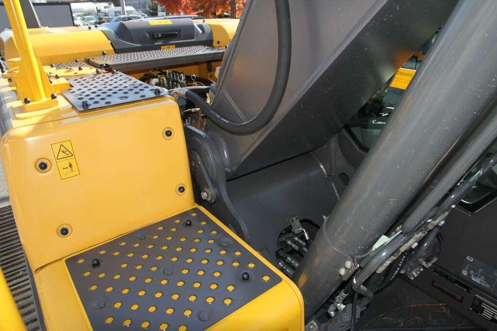 Volvo EC 220DL - 2014 - image 11