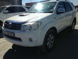 Automatic Toyota Fortuner 3.0 D4d