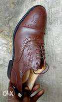 Dark brown leather semi-brogues men shoe