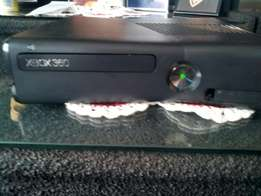 Xbox 360 4gb slim with 14 games and 1 controller