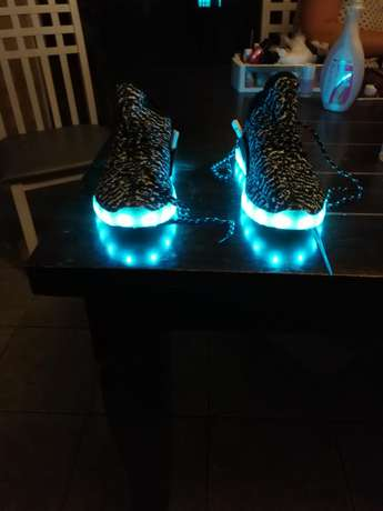 Led shoes for sale. Size 10. Thornton - image 5