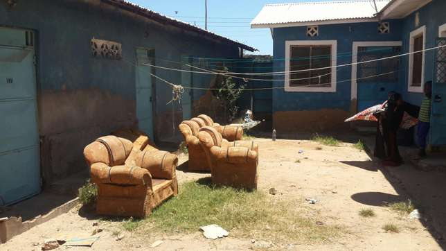 Residential cum commercial: 2x 2bedrooms; 1× bedroom; 5 shops self con Likoni - image 4