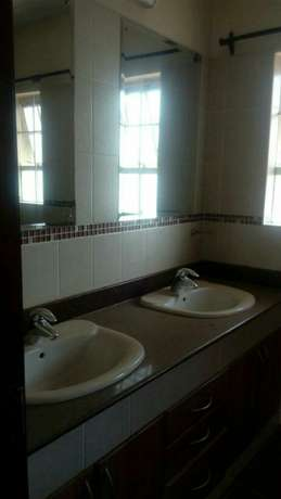 4 bedroom town house to let in Adams Arcade Nairobi CBD - image 2