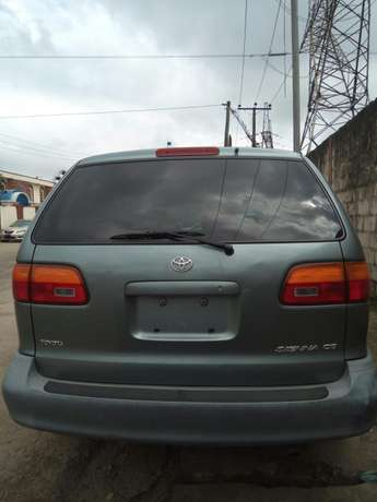 Toyota sienna 2000 model CE Low mileage fabric seats chilling Ac Surulere - image 1
