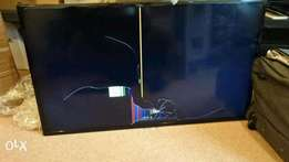 40 inch Digital Samsung LED TV with cracked screen