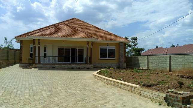 Modern bungalow for sale in Najeera at 500m Kampala - image 1
