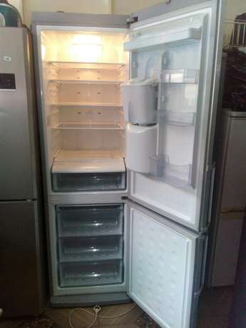 Samsung silver mega fridge on offer Nairobi CBD - image 1