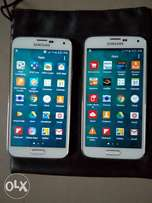 Two US used Samsung Galaxy S5 phones in excellent working conditions.