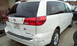 First body!! Toyota Sienna 2004 model