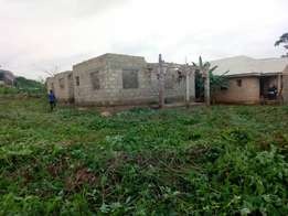 An uncompleted 4 bedroom flat building plus extra 1 plot of land 4 sel