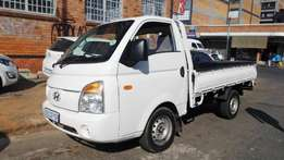 2012 model hyundai h100 2.7diesel,white,98 000km,for sale