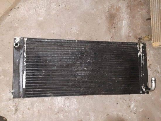 Engine cooling radiator for excavator