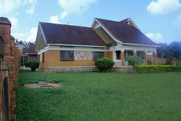 6 bedroom banglow seated ln 50 decimals in Rubaga at 800m