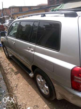 Well maintained Toyota highlander, contact for more details. Adage - image 3