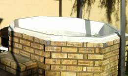 Jacuzzi with pump for sale