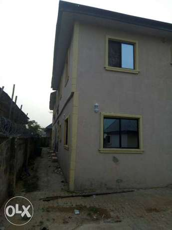 For sale 4Flat on a 50ft by 100ft by youth camp ground. Benin City - image 6