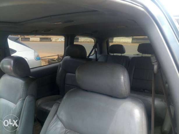 Neatly maintained Toyota sienna Agege - image 5