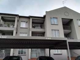 Top Floor 2 Bedroom Unit Glen Marais Kempton Park